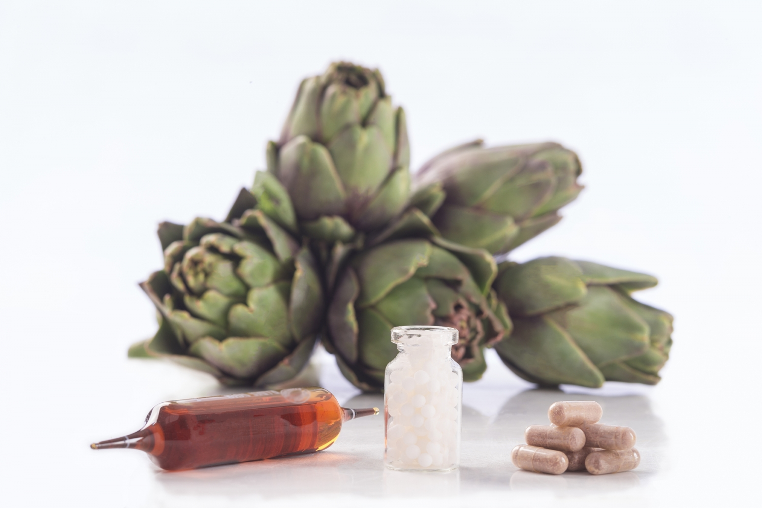 Artichoke leaf extract capsules. tablets, and ampoules